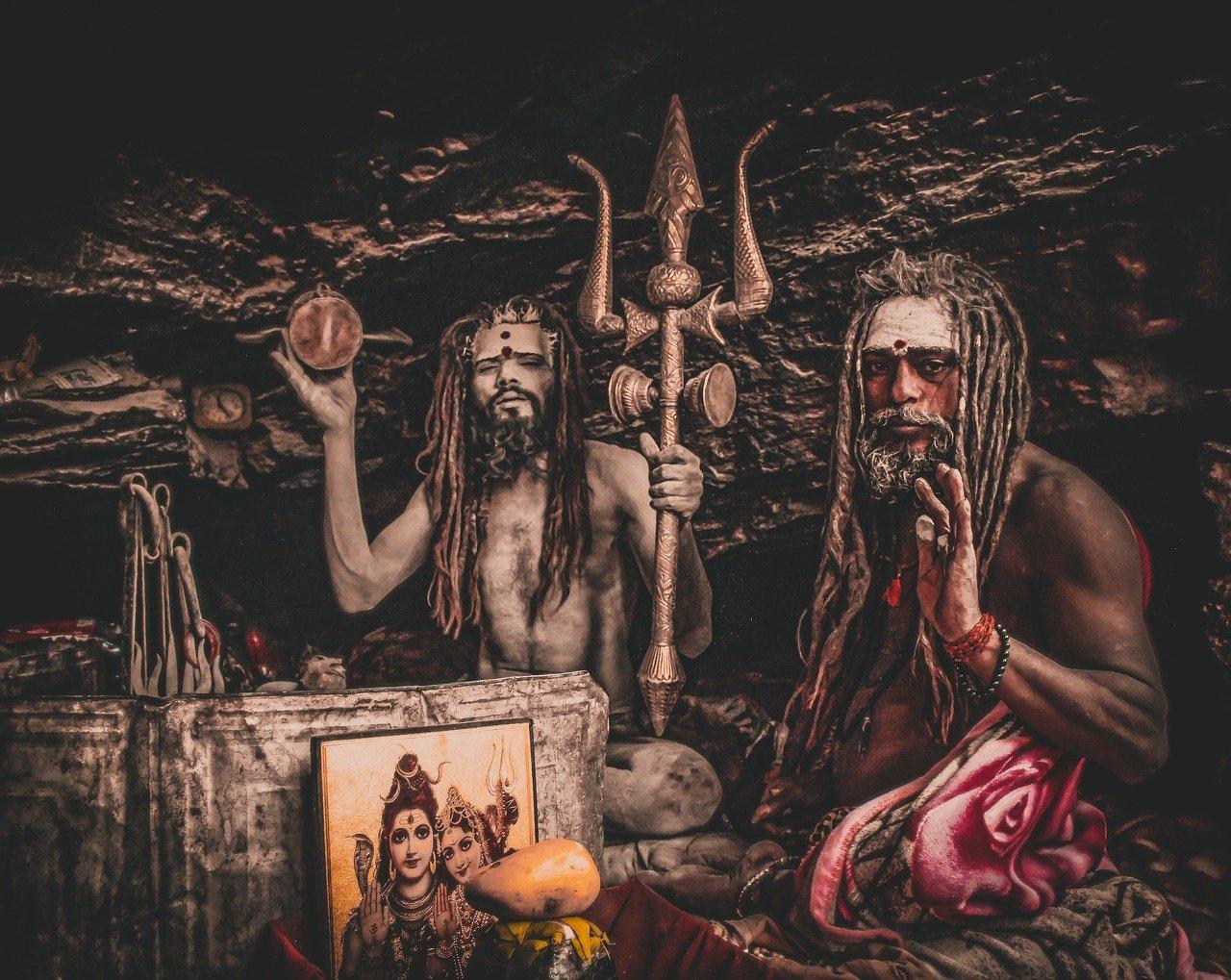 priests of shiva worshipping shiva and parvati