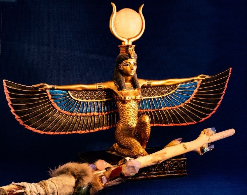 goddess isis statue