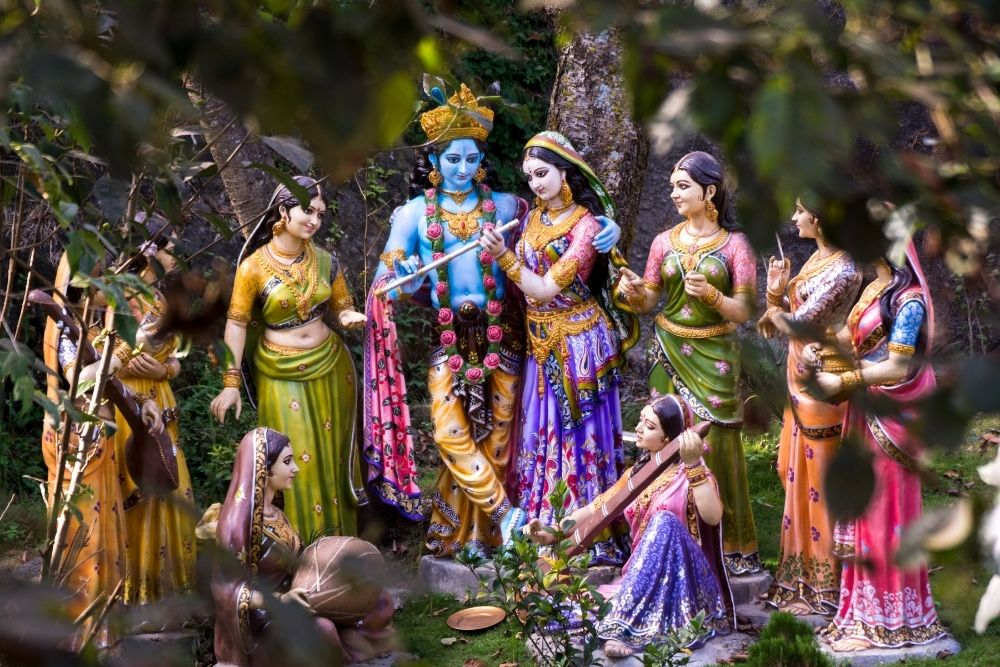 krishna with flute and gopis