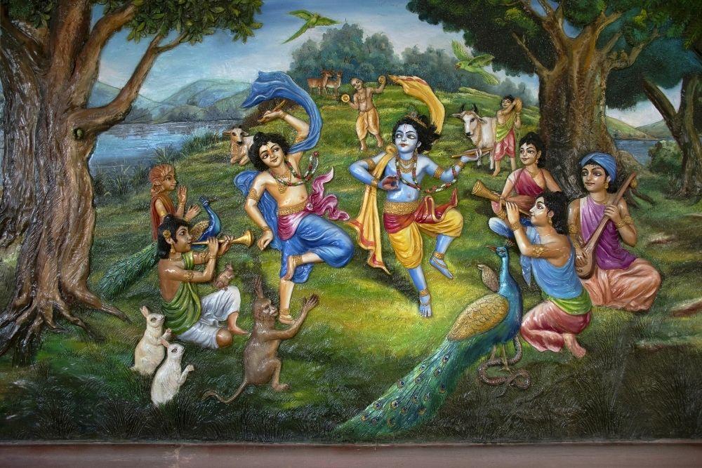 krishna dancing with gopis